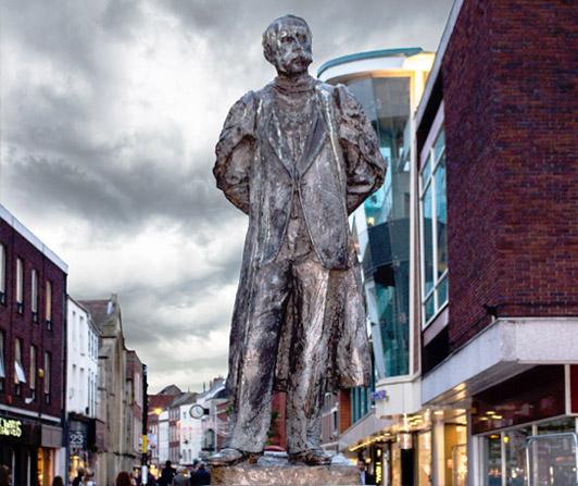Edward Elgar Statue